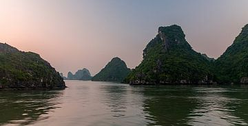 Vietnam: Hạ Longbaai (Bãi Cháy) van Maarten Verhees