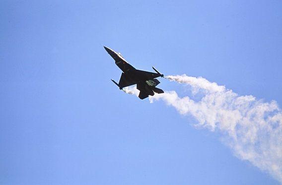 F16, smoke on!