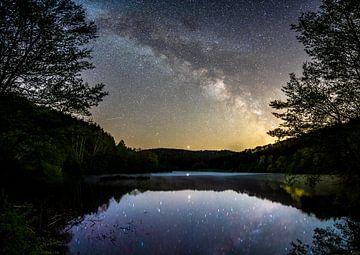 De Melkweg over het reservoir van Christian Klös