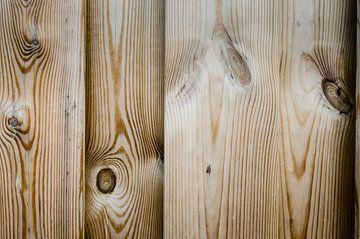 Knoestig hout van de schutting van Sven Wildschut