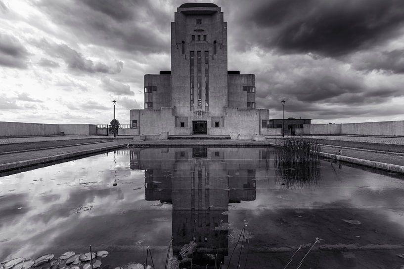 Radio Kootwijk Gebouw A in zwart wit van Fotografie Ronald
