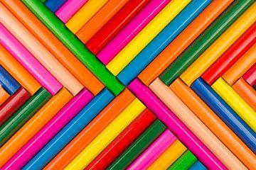 Kleurpotloden als achtergrond foto van Tonko Oosterink