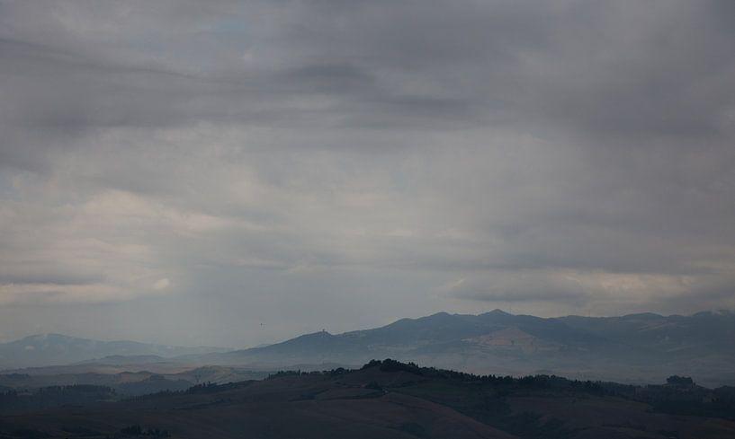 Toscaanse wolken van Guido Akster