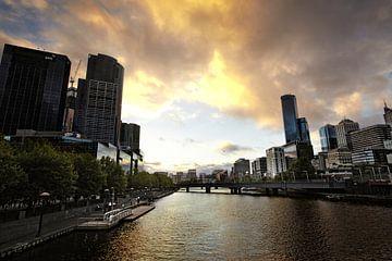 Ville de Melbourne. Vue du paysage urbain de Melbourne, Australie au coucher du soleil sur Tjeerd Kruse