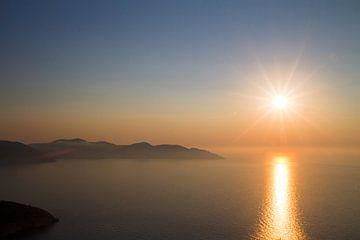Zonsondergang in Griekenland van Ineke Huizing