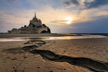 Mont Saint-Michel tijdens eb op het wad von Dennis van de Water