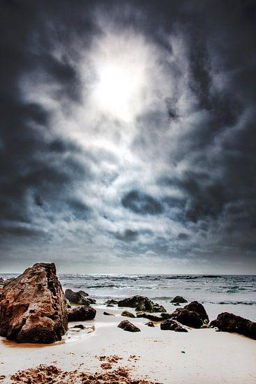 Strand en tegenlicht van Harrie Muis
