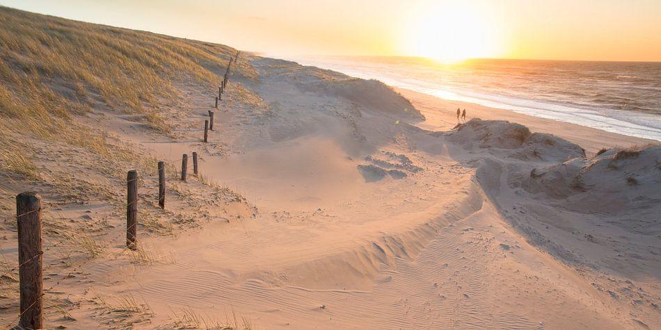 zonsondergang vanuit de zeereep van Arjan van Duijvenboden