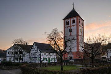 Odenthal im Sonnenuntergang, Bergisches Land, Deutschland von Alexander Ludwig