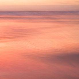 Oranje zonsondergang aan zee van Barbara Brolsma
