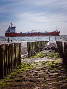 Boot voor de Zeeuwse kust van