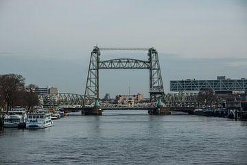 Hefbrug over de Maas in Rotterdam van