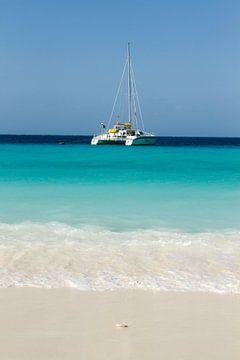 """Catamaran at """"klein Curacao"""" no. 4 von Arnoud Kunst"""
