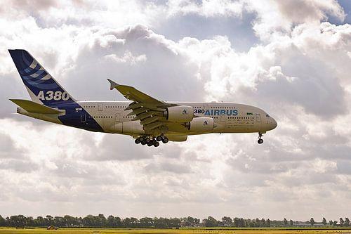 1ste Airbus A380 op Schiphol (2010)
