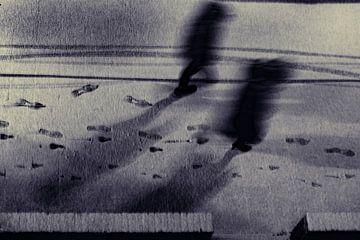 Wandelaars in een Winternacht van Lenslicht Fotografie
