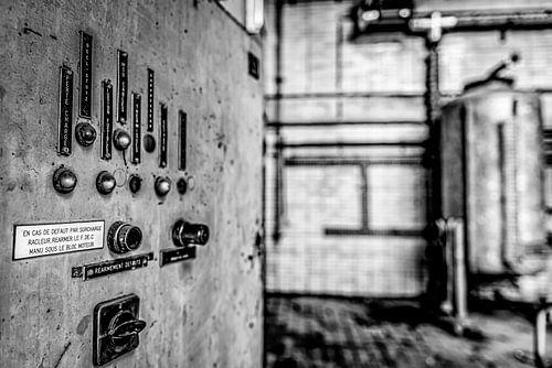 bedieningspaneel in verlaten electriciteitscentrale