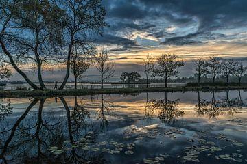 Dutch landscape and beautiful clouds sur Renate Oskam
