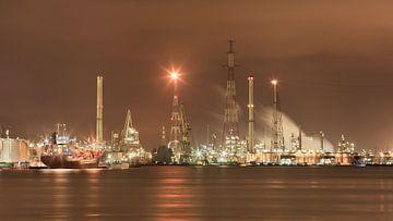 Haven van Antwerpen 's nachts petrochemische fabriek van Tony Vingerhoets