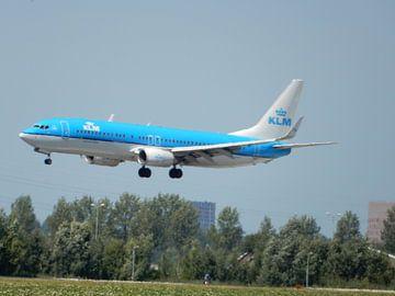 KLM vliegtuig klaar voor de landing van
