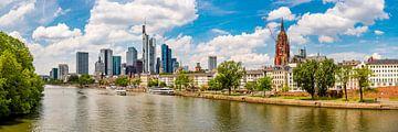 Frankfurt am Main op een mooie zomerdag van Günter Albers