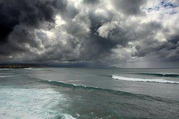 Schwere Wolke Abdeckung über dem Atlantik von