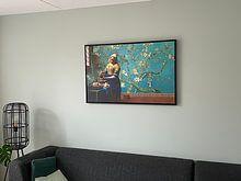 Klantfoto: Melkmeisje van Vermeer met Amandel bloesem behang van Gogh van Lia Morcus, op canvas