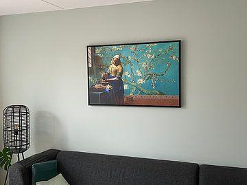 Klantfoto: Melkmeisje van Vermeer met Amandel bloesem behang van Gogh