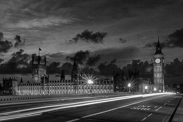 Nachtansicht aus London Westminster | Monochrom von Melanie Viola