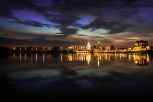 Deventer at Night, skyline met IJssel, juni 2014 van
