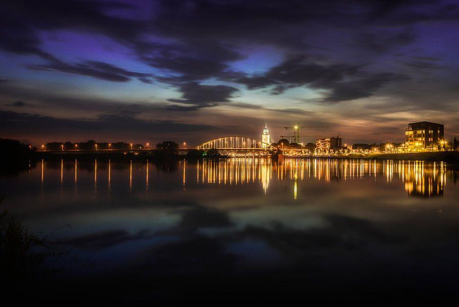Deventer at Night, skyline met IJssel, juni 2014