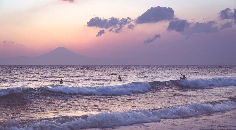 Mt. Fuji Surfers van Studio W&W