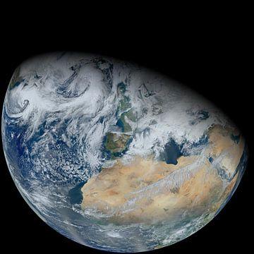 Un globe à moitié illuminé avec l'Europe et l'Afrique du Nord sur Natasja Tollenaar