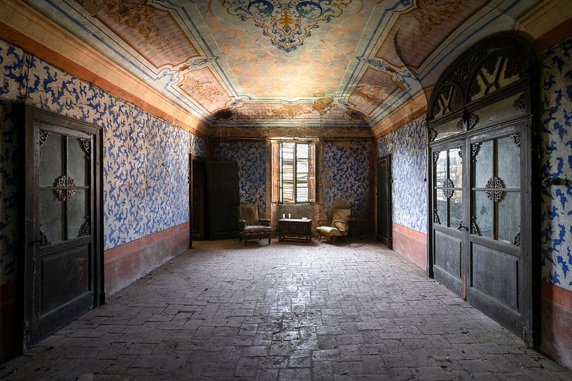 Verlaten Stoelen in de Kamer. van Roman Robroek