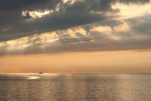 zonsondergang in volle zee van