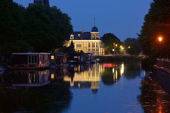 Merwedekanaal met Koninklijke Nederlandse Munt in Utrecht van Donker Utrecht