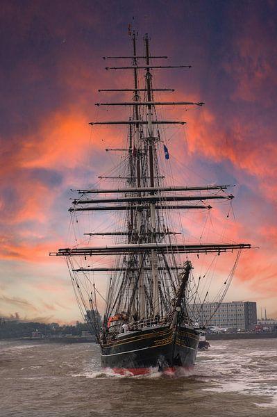 Zijljacht De Amsterdam  met de koning aan boord. van Brian Morgan