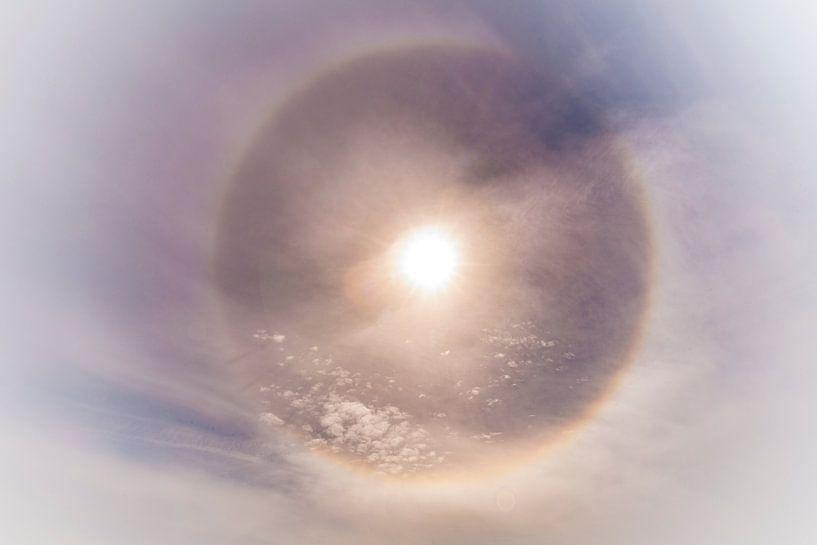 Noordpoolzon met een sterke halo van Gerard Wielenga