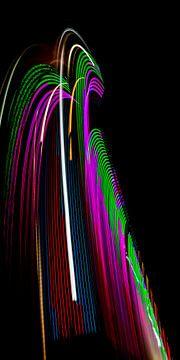 Lichtsporen in de nacht van Vione van Leeuwen