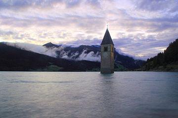 Kirchturm im Reschensee Südtirol von