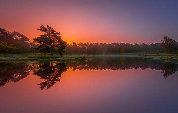 Zonsopkomst in de herfst ... van Marc de IJk