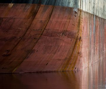 Verwittert und vernarbt von der Reise. von scheepskijkerhavenfotografie