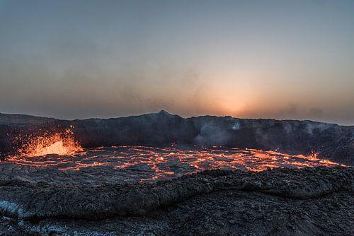 Zonsopkomst bij een actieve vulkaan | Ethiopië