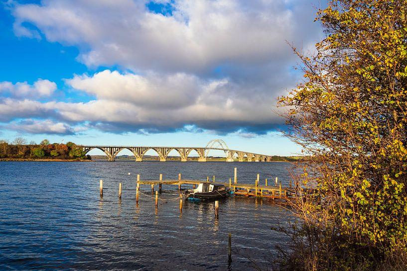 Eine Brücke zwischen Seeland und Moen in Dänemark sur Rico Ködder
