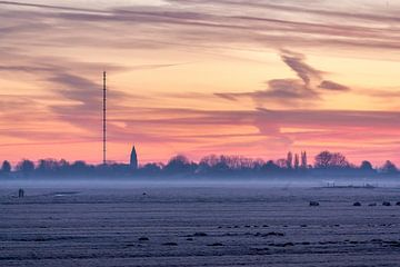 Roze lucht boven de bevroren polder van Stephan Neven