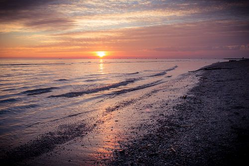 Winterlicher Sonneuntergang van Hannes Cmarits