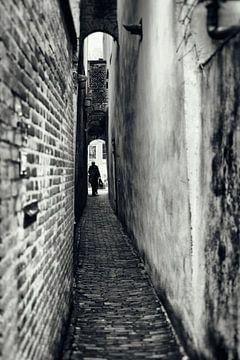 Straatfotografie in Utrecht. De Zwaansteeg in Utrecht. (Utrecht2019@40mm nr 42) van De Utrechtse Grachten