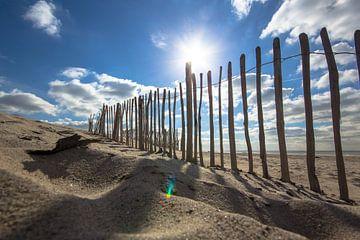Paaltjes op het strand von John Monster