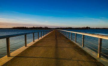 Brug over de rivier de IJssel bij Zwolle.  van Michel Knikker