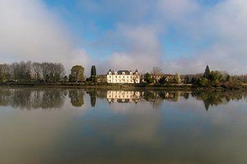Schönes Schloss am Fluss Adour von Ramon Van Gelder