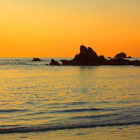 Sonnenuntergang an der Cobo Bay von Gisela Scheffbuch